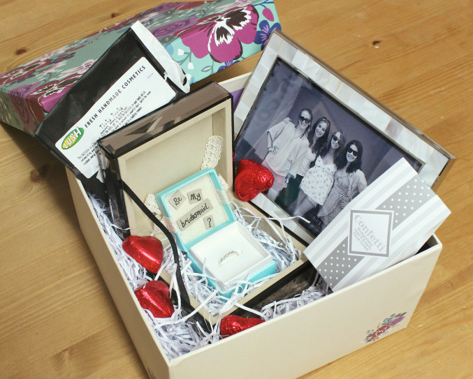 be_my_bridesmaid_box_present2