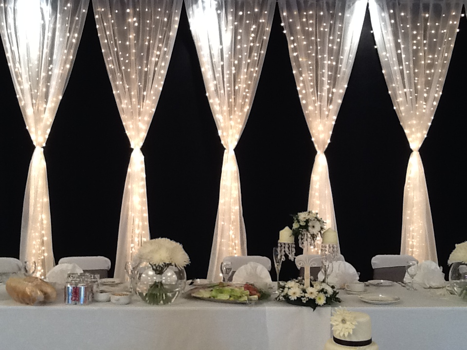 fairy-light-curtain-head-table-backdrop